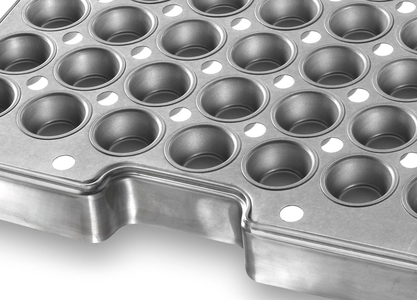 Auto-Bake Muffin ePAN with Drain Holes – AMERICOAT® Coating