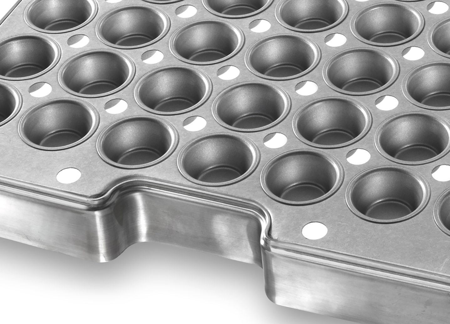 Auto-Bake Muffin ePAN with Drain Holes – AMERICOAT® Coating